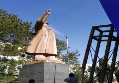 毛主席雕像清洗